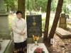 Renta Bracka przy grobie dziadka Jana Bracka Prezesa KBS Więcbork